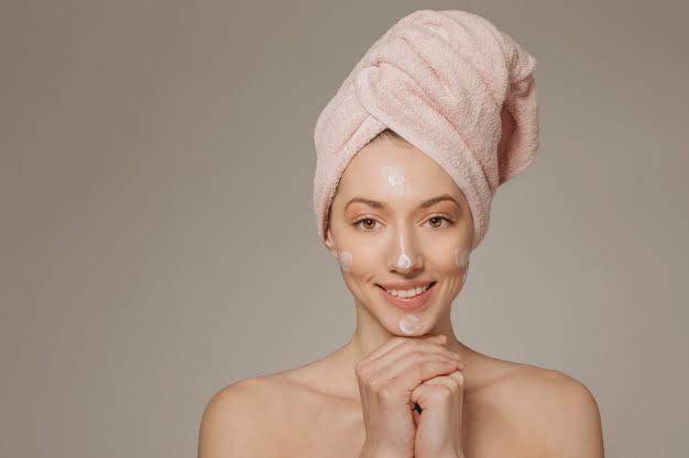 Dikkat ⚠ Bazı Duş Alışkanlıkları Cilt Sorunlarına Sebep Olabilir!