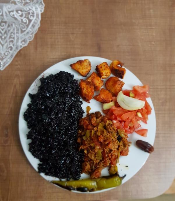 Örnek İftar Öğünü: Ramazanda Dikkat Edilmesi Gereken Beslenme Kuralları!