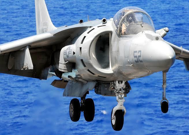V/STOL motoru ile kalkış/ıniş yapan bir Harrier