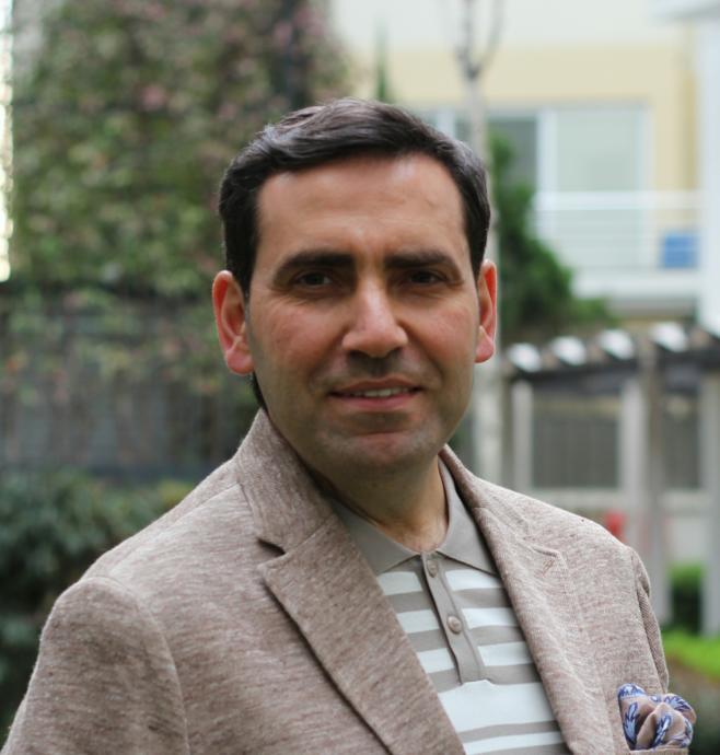 Akademisyen Kimliği, Hitabeti, Bilgisi ve Modern Görünüşüyle Farklı Bir Din Adamı Selman Okumuş KizlarSoruyorda!