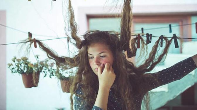 Kadınların ve Erkeklerin Ortak Sorunu! Kepek Neden Olur, Saç Nezlesi Nedir?