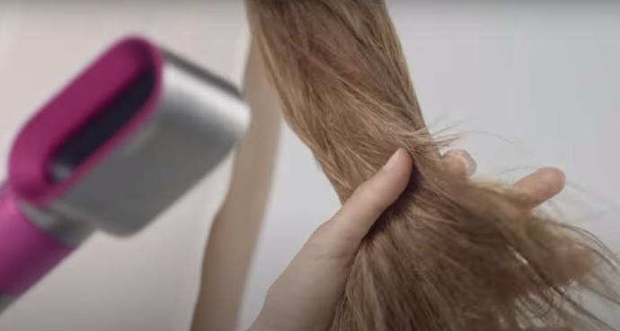Yaz Stilini Parlatacak Doğal Görünümlü Dalgalı Saç Modeli İçin Çağla Şıkel'den İlham Al!