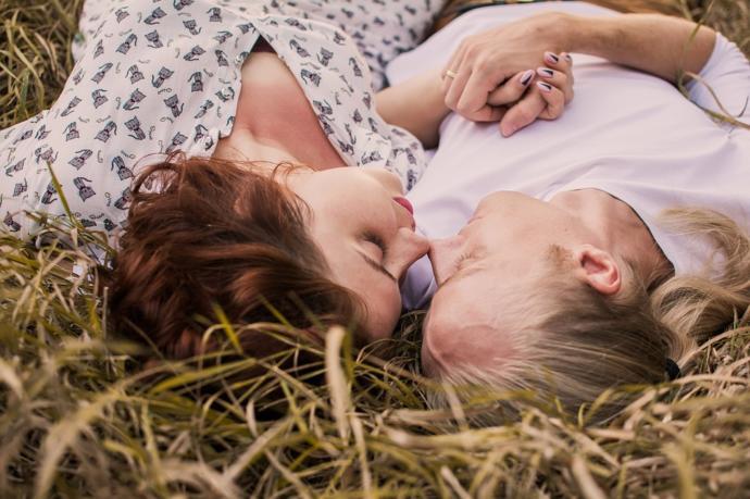 İlk Cinsel İlişki Tavsiyeleri: Panik Yok, Çok Eğleneceğiz!