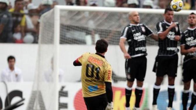 Kaleci Olmasına Rağmen Frikikten Gol Atan ve Gol Kralı Olmuş Futbolcular