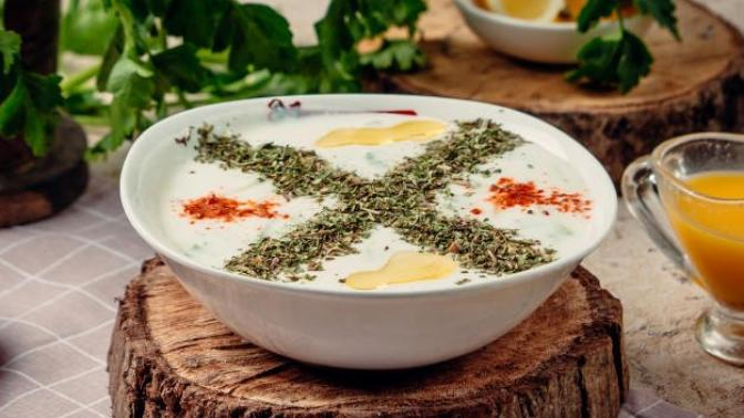 Sıcak Günlerde Ferahlamanızı Sağlayacak Sağlıklı Çorba Tarifi: Yeşil Mercimekli Soğuk Çorba Nasıl Yapılır?