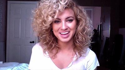 Bukleli Saçları Kim Sevmez! Özel Bakım İsteyen Bukleli Saçların Enerjisini Ortaya Çıkaracak 7 Süper Taktik