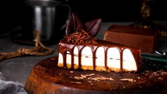 Bu Tarif İle Herkesi Kendinize Hayran Bırakacaksınız: Çikolatalı Cheesecake Tarifi!