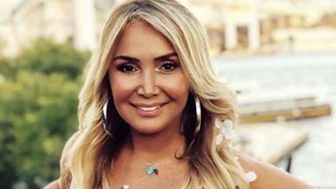 Şarkıcı Yonca Evcimik Sosyal Medya Yasasının Çıkış Hızına Tepki Gösterdi