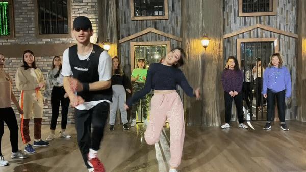 Lütfen yeteri kadar ısınmadan önce dans etmeyin...