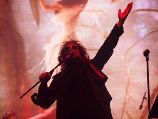 Spiritüel Tarikat Lideri mi? Müziğin Romantik Prensi mi? 21 Başlıkta Pop Müziğin En Gizemli Şarkıcısı İlhan İrem