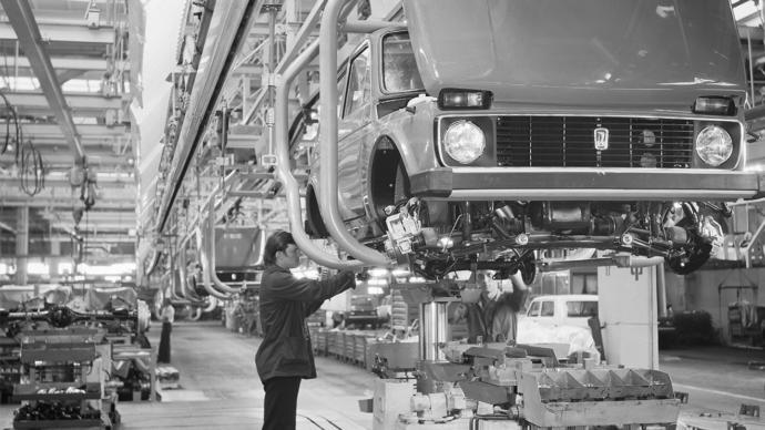 Lada seri üretim bandında