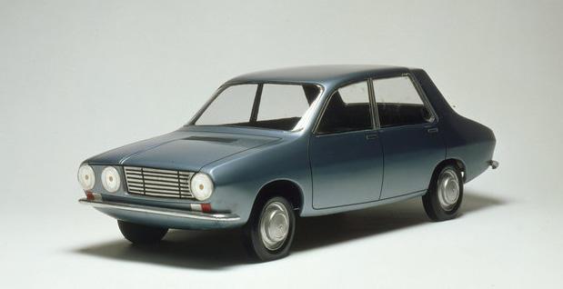 Üretilen ilk Renault 12 modelinin elde çizilip renklendirilen eskiz çizimi