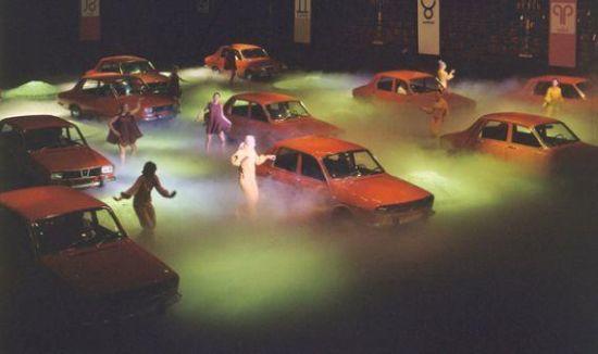 1969 Paris Otomobil fuarında bulutların üzerinde Renault 12 şovu