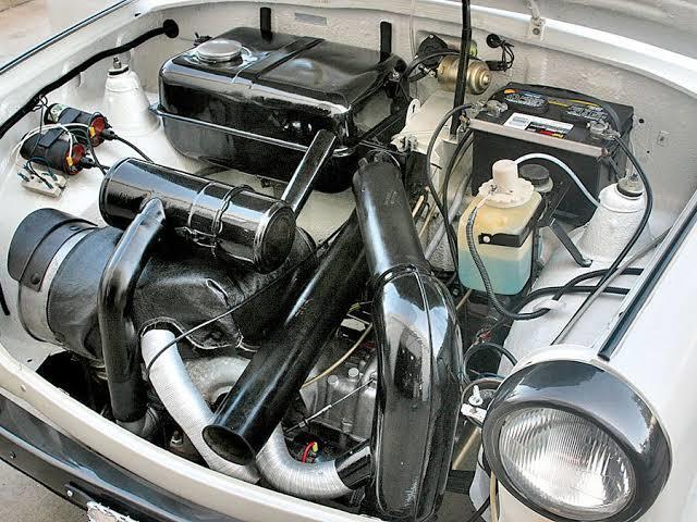 1963'de kullanılan motorda hortumlarla elde edilen kalorifer sistemi