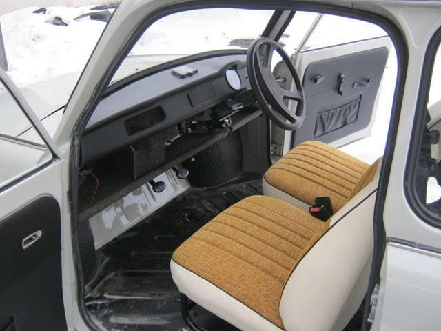 Birleşik krallığa satılan sağdan direksiyonlu Trabant