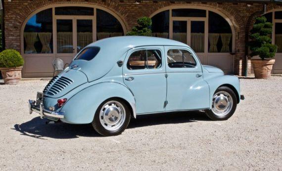 Arkadan ve yandan VW kaplumbağaya benzeyen Renault 3 modeli