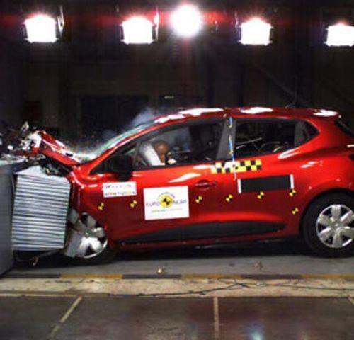 B segmenti Renault Clio çarpışma testlerinden bir görüntü