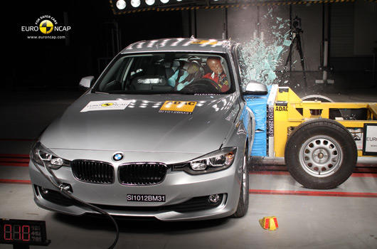 F30 kasa BMW Euro Ncap yanal çarpma testinde