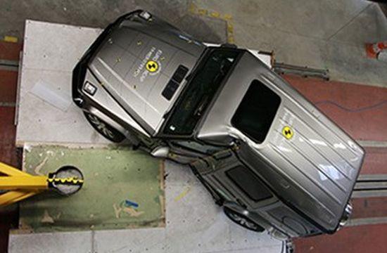 Mercedes G500 yanal çarpma testinden çok kötü puan almıştı