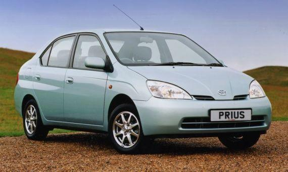 İlk seri üretim Hibrit otomobil Toyota Prius
