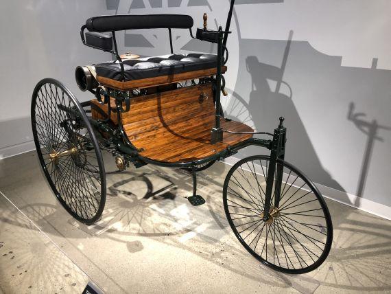 1886da Karl Benzin yaptğı ilk otomobilin bir replikası