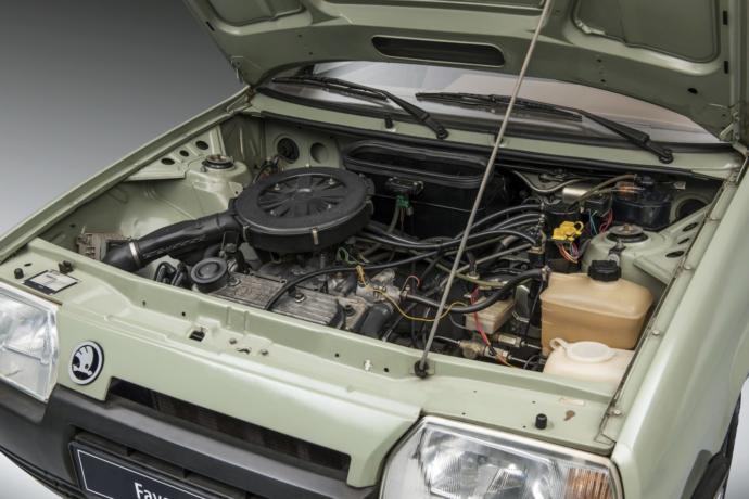 Basit bir motora sahiptir.