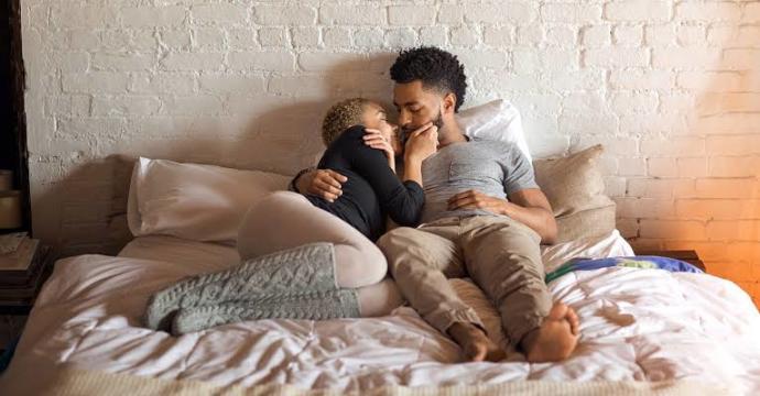 Bir Erkek Seks esnasında Nasıl Bir Hata Yaparsa Partneri Yataktan Depar Halinde Kaçar?