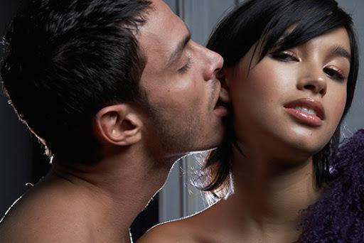 Yeni Yılda Sevgilinizi Dilinize Dolayın: Seks Sırasında Dilinizi Akıllıca Kullanma Rehberi