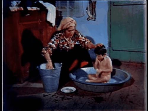 Banyo olan çocuk