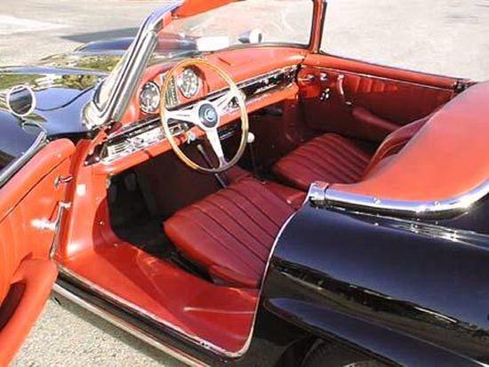 Cabrio modelin kapıları doğal olarak tavana doğru açılmıyordu