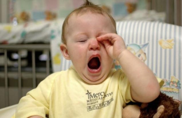 Bebeğimizin uyku sinyallerini, esnemesini ve gözlerini ovuşturmasını takip etmeliyiz.