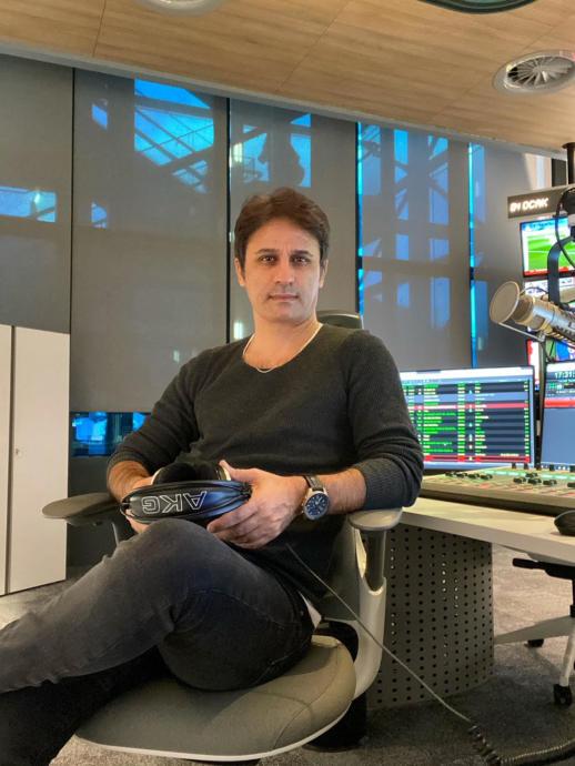 Gerçek Bir Radyo Şovmeni HOOOP Dedik Ayhan Ayhan GÜNGÖR İle Hayat, Radyo, Eğlence Üzerine Konuştuk