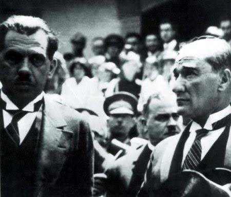 Kazım Özalp Atatürk'le beraber