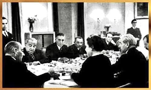 Atatürk Çankaya sofrasında Türk Dil Kurumu Yöneticileriyle