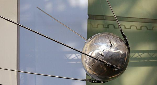 Rusların uzaya gönderdiği Sputnik uydusunun bir maketi