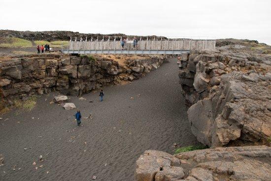 İzlanda Reikjavikde depremden sonra oluşan yarık