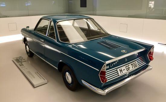 BMW müzesindeki 1964 model 700 coupe