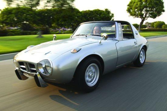 1965de Toyota 800 sport targa olarak piyasaya sürüldü