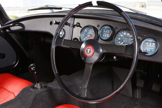 Toyota Sport 800ün iç tasarımı da oldukça sade ama güzeldi