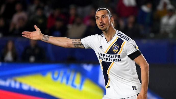 Bir Şehre Adını Sıkça Söz Ettiren Adam Zlatan Ibrahimoviçin Carlos Vela İle Nefes Kesen Maçın Öyküsü Sizlerle!