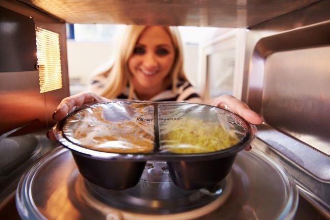 İçeriğine dikkat etmediğimiz hazır gıdalar sağlığımızı tehdit ediyor