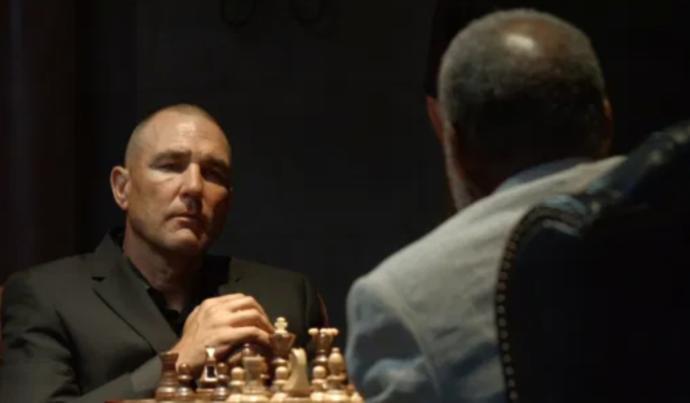 Lu ve Elohim satranç maçında karşı karşıya...