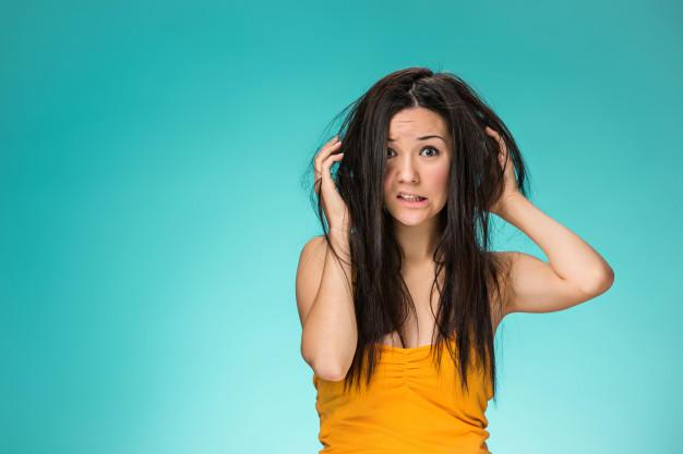 Farkında olmadan saçta kepeklenmeye sebep olan davranışlarımız