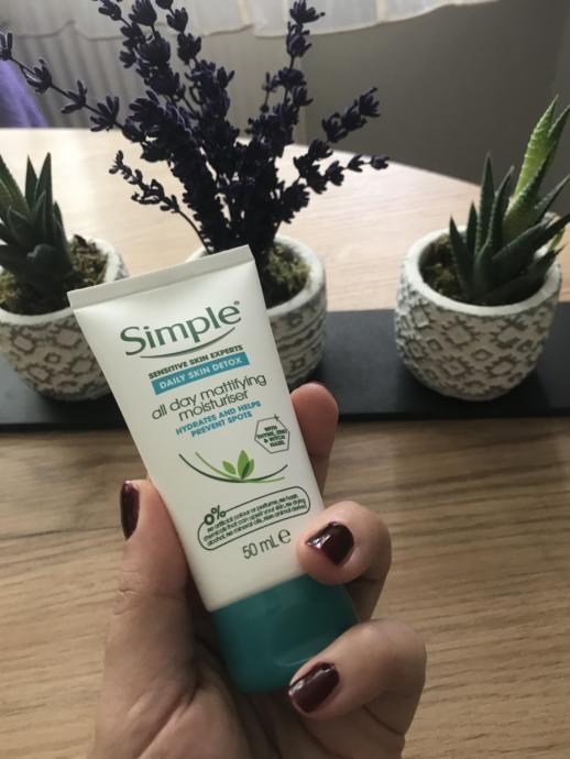 Yağlı Cilt Görünümüne Son! Simple Daily Skin Detox Matlaştıran Nemlendirici Deneyimim