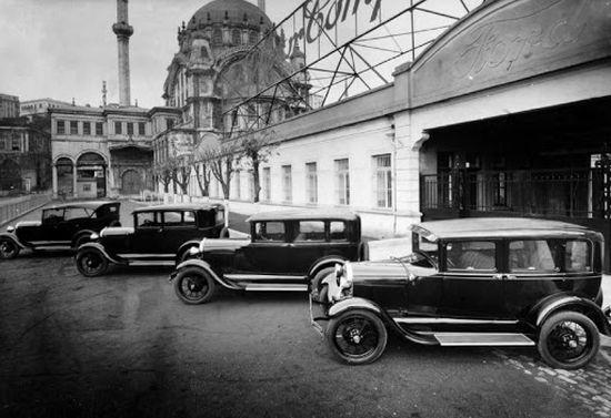 Üretim bandından çıkan ilk Ford A otomobiller