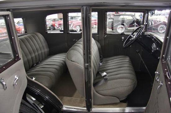 4 kapılı Ford A sedan iç görünümü