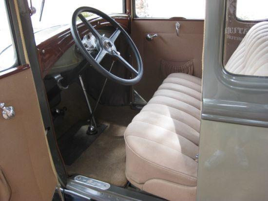 2 kapılı Ford A iç görünüşü
