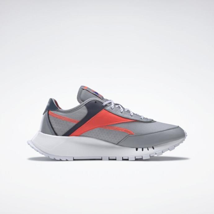 Yeniden tasarlanan detayları ve renkleri ile şık bir görünüm sunan Reebok Classic Leather Legacy Pure Ayakkabı ile 70'lerden geleceğe uzanmaya hazır ol!