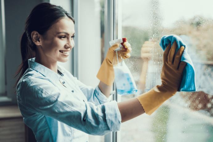 Cam Temizliğine Üşenenler İçin 5 Pratik Öneri