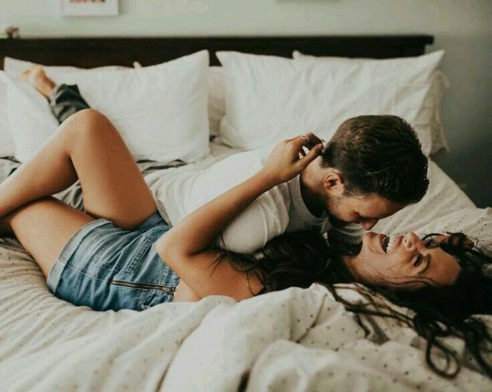 Erkekleri Baştan Çıkarma Rehberi: Yatakta Yaramaz Kız Olmanın Sırları!